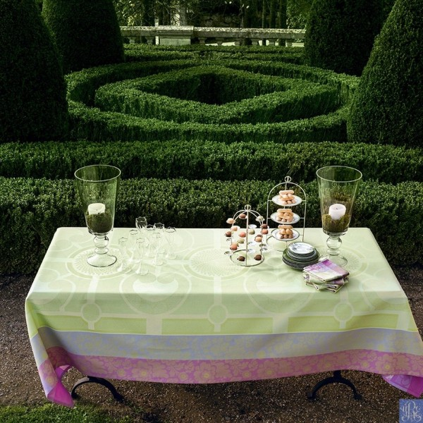 Delightful spring holiday entertaining for Jardin francais